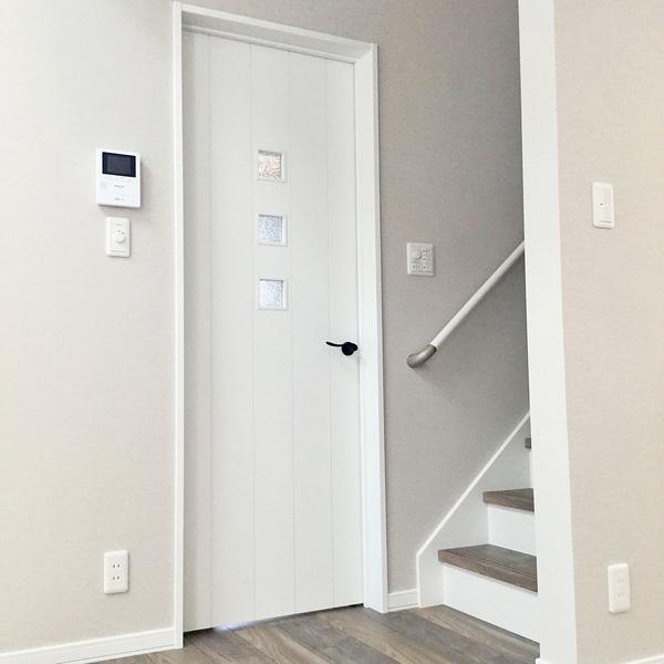 1F ドア