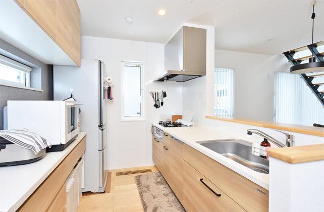 キッチンと食器棚収納